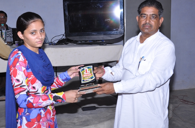 Poonam Yadav Honour By Mohan Lal Kiroriwal ( Sarpanch of village )
