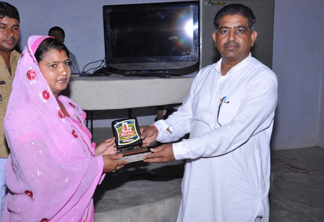 Puspa Verma ( Social Worker ) Honoured by Mohan Lal Kiroriwal ( Sarpanch of village )