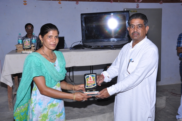 Saroj Sain (  National Handball Player ) Honoured by Mohan Lal Kiroriwal ( Sarpanch of Village )