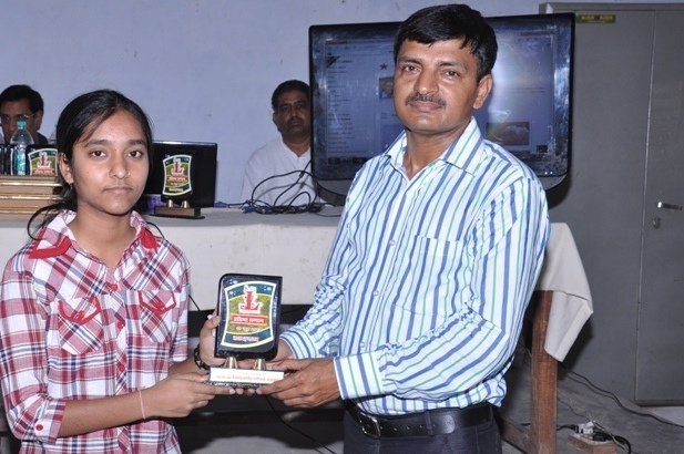 Shikha Garg ( 10th Topper CBSE -2013 ) Honoured by K.K Singh ( Branch Manager SBBJ  )